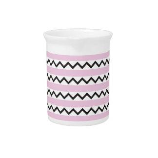 Los zigzags negros del galón y palidecen - rayas r jarra para bebida