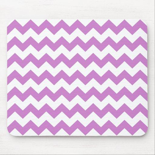 Los zigzags púrpuras elegantes zigzaguean modelo d alfombrillas de raton
