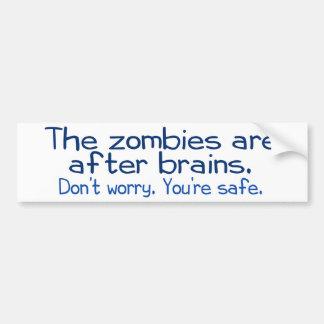 Los zombis están después de cerebros pegatina para auto