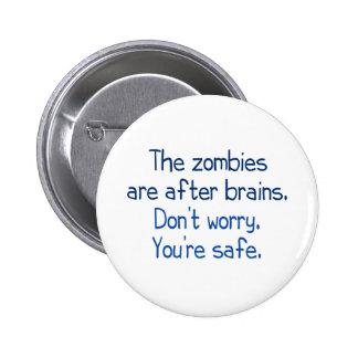 Los zombis están después de cerebros pin redondo 5 cm