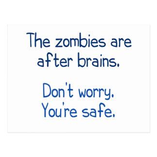 Los zombis están después de cerebros postal