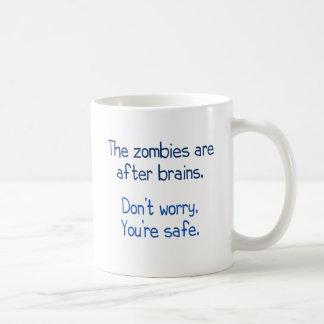 Los zombis están después de cerebros tazas de café