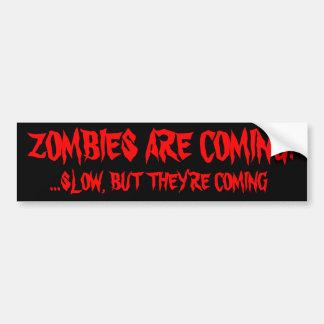 Los zombis están viniendo pegatina de parachoque