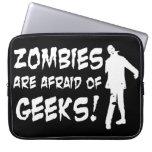 Los zombis tienen miedo de los regalos de los frik fundas computadoras
