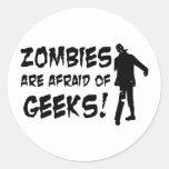 Los zombis tienen miedo de los regalos de los frik pegatinas redondas