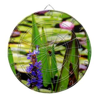 Loto de la libélula y flor púrpura tablero de dardos