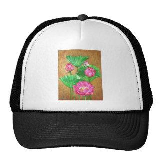 Loto rosado en fondo de la pintura del oro gorros bordados