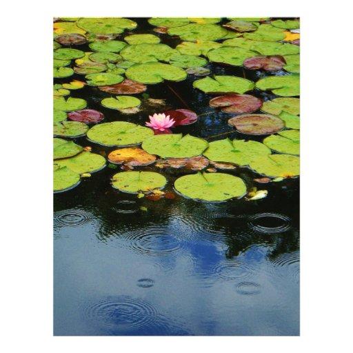 Loto rosado en lluvia membretes personalizados