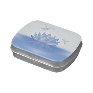 Lotus azul y lata del caramelo de las libélulas latas de dulces