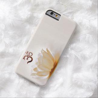 Lotus blanco con OM Funda De iPhone 6 Barely There