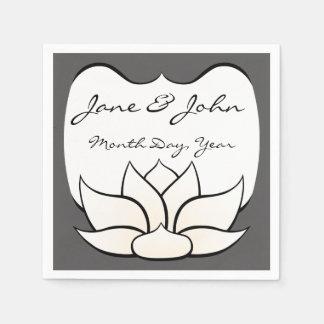 Lotus exquisito en estaño y servilletas blancas servilletas desechables