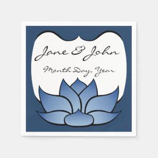 Lotus exquisito en servilletas azules servilleta de papel