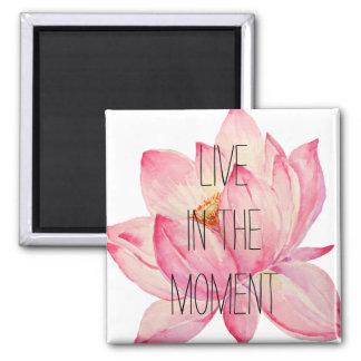 Lotus rosado vive en el momento imán de frigorifico