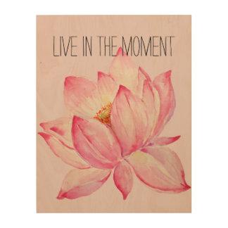 Lotus rosado vive en el momento impresiones en madera
