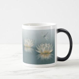 Lotus y la libélula Morph la taza