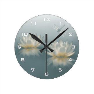 Lotus y reloj de pared de la libélula