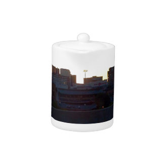 LOUISVILLE, KENTUCKY CITY SKYLINE SCENE PITCHER