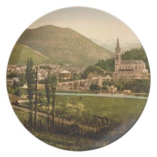 Lourdes I, los Pirineos, Francia Plato Para Fiesta