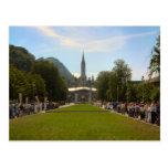 Lourdes, peregrinos en cuadrado del rosario tarjetas postales