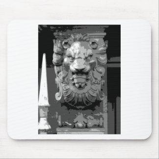 Louvre loin mouse pad
