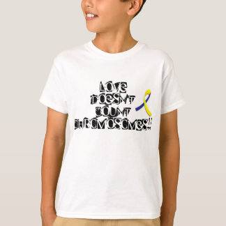 """""""Love doesn't count chromosomes"""" T-shirt"""