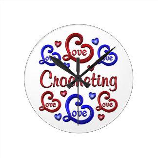 LOVE LOVE Crocheting Round Clock