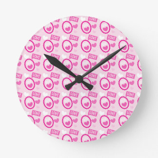 LOVE LOVE speech and cameo pattern Round Clock