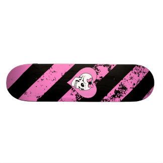 Love skull cracked EMO Skateboard