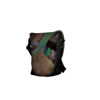 Love the Gecko - Let him protect your stuff Messenger Bag