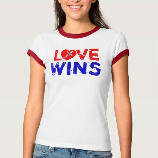 Love Wins - jesús Saves (Heart) Playera