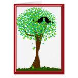 Lovebirds en el árbol de corazones - amor del vera tarjeton