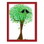 Lovebirds en el árbol de corazones - amor del vera postales