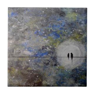Lovebirds en una tormenta azulejo cuadrado pequeño