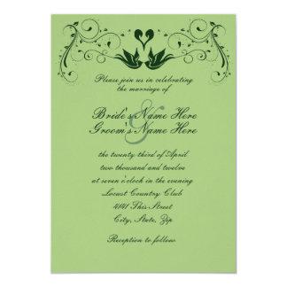 Lovebirds verdes que casan la invitación