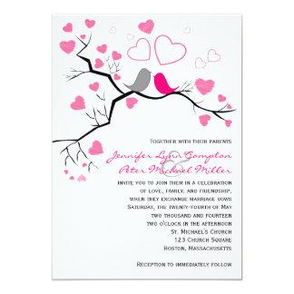 """Lovebirds y corazones rosados, grises que casan la invitación 5"""" x 7"""""""