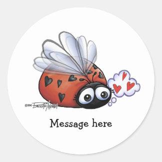 Lovebug de la mariquita pegatina redonda