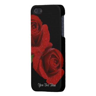 Lovely Dew covered Dark Red Rose Design iPhone SE/5/5s Cover