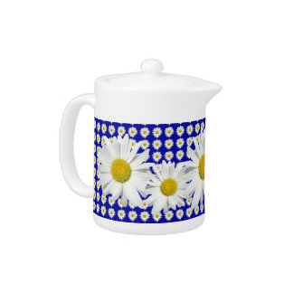 Lovely White Daisy Chain Teapot