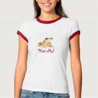 Low poly design Frog kiss me T-Shirt