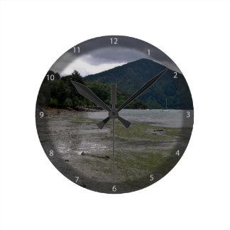 Low tide round wall clocks