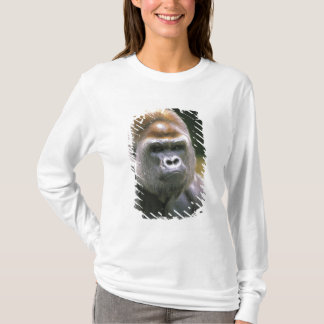 Lowland gorilla. Gorilla Gorilla. T-Shirt