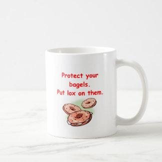 lox y panecillos tazas de café