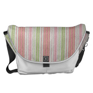 Lrg. Rickshaw Messenger Bag in Softknit Pink