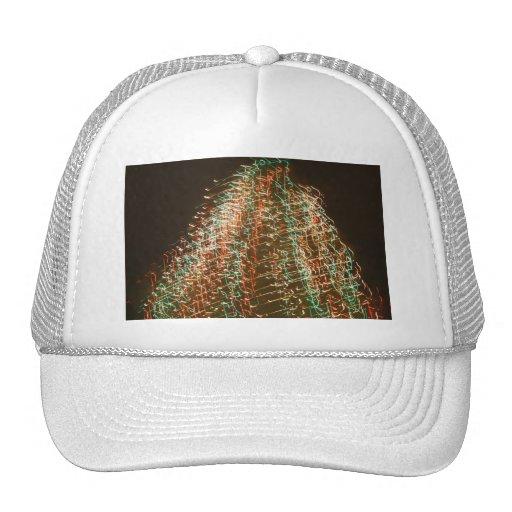 Luces abstractas del árbol de navidad, fondo negro gorras