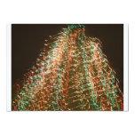 Luces abstractas del árbol de navidad, fondo negro comunicado