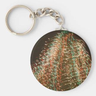 Luces abstractas del árbol de navidad, fondo negro llavero redondo tipo pin