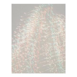 Luces abstractas del árbol de navidad, fondo negro membrete personalizado