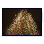 Luces abstractas del árbol de navidad, fondo negro tarjeta