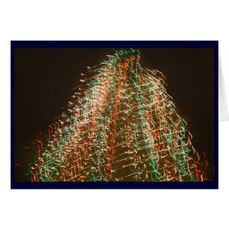 Luces abstractas del árbol de navidad, fondo negro tarjeta de felicitación