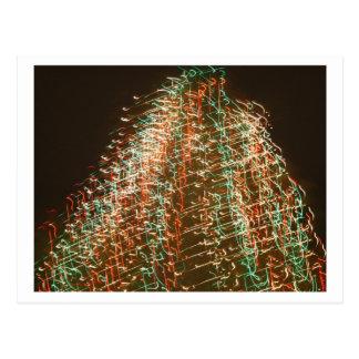 Luces abstractas del árbol de navidad, fondo negro postales